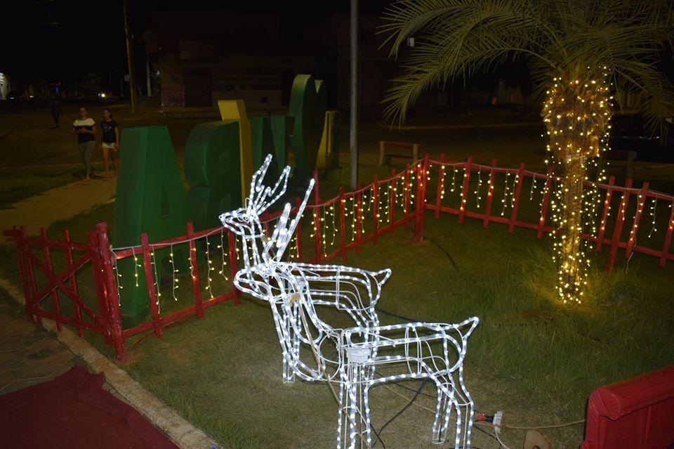 União entre a Prefeitura de Jaíba, Escolas e Instituições buscam reviver a magia do natal com ornamentações nas praças da cidade